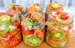 Пикантни домати в буркани за зимата. Любима рецепта