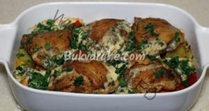 Пилешки бутчета със зеленчуци в сметанов сос на фурна