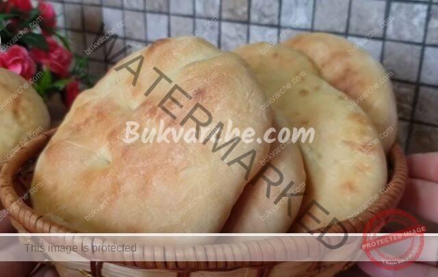 Плосък хляб на фурна, който се приготвя много бързо