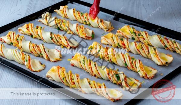 Пръчици от бутер тесто с пълнеж – лесни и вкусни