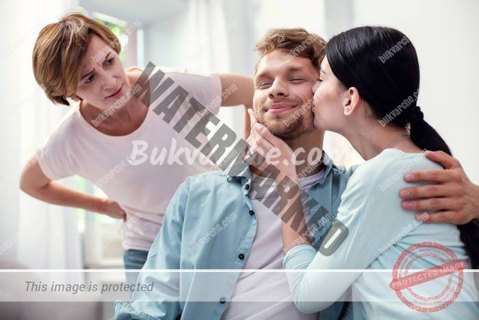 Разведох се два пъти заради майка ми