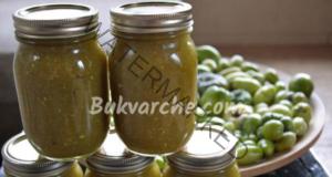 Салса от зелени домати в буркани за зимата