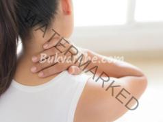 Скованост във врата и раменете: ето как да облекчите състоянието си