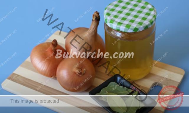 Чай от дафинови листа и лук за кашлица