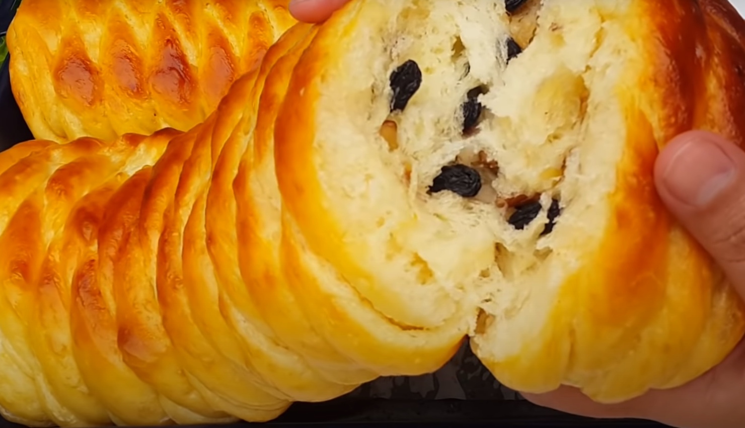 Орехово руло със стафиди - меко като памук