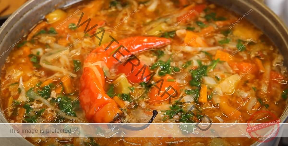 Супа от кайма и зеле с лек пикантен вкус